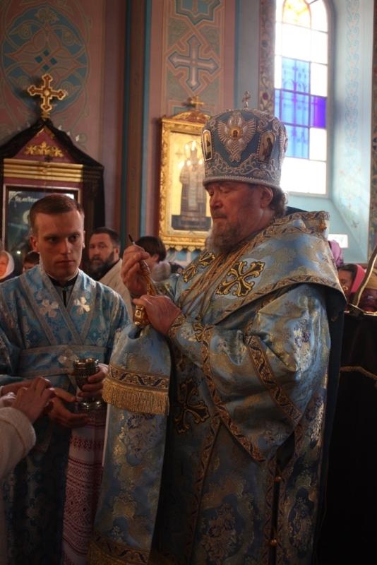 В Петро-Павловском соборе г.Симферополя торжественно встретили праздник Благовещения Пресвятой Богородицы